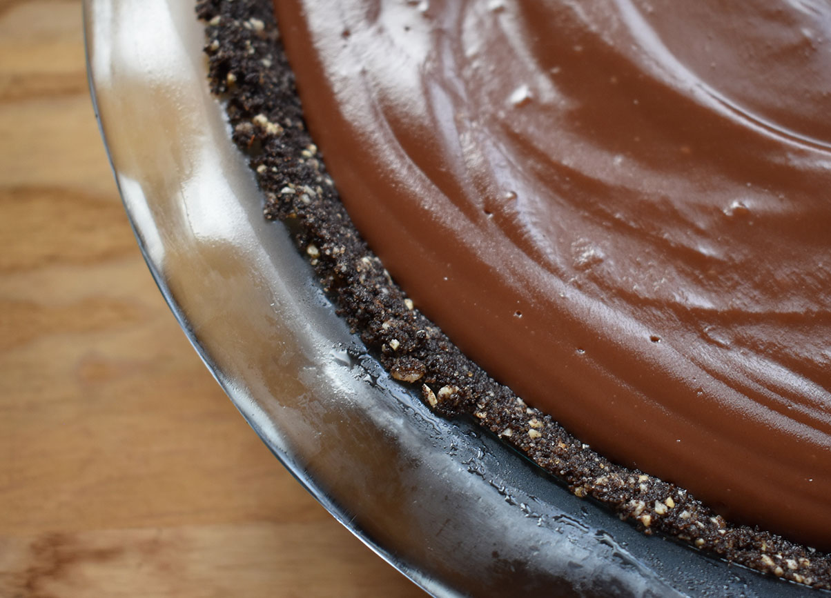 Hazelnut oreo crust in a nutella pie